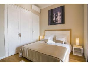 A bed or beds in a room at Riva Royal View Luxury Apartments