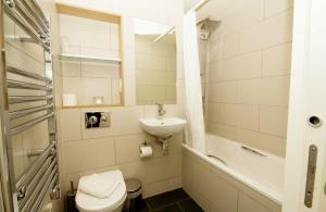 A bathroom at Finsbury Serviced Apartments