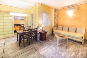 A seating area at World Village Apartments