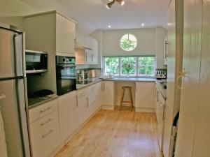 Köök või kööginurk majutusasutuses Lock Cottage