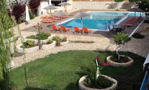 Θέα της πισίνας από το Apartments Avra ή από εκεί κοντά