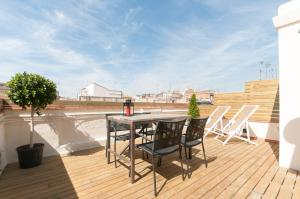 A balcony or terrace at Weflating Suites Sant Antoni Market