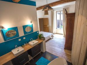 A bathroom at Apartments La Comédie de Pézenas