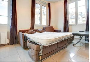 A bed or beds in a room at Apartment Notre Dame Bright