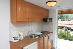 Η κουζίνα ή μικρή κουζίνα στο Yiannis Studios