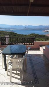 En balkong eller terrasse på Arbatax Attico Rocce Rosse