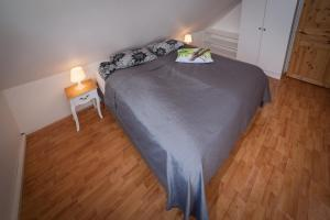 A bed or beds in a room at Tryggvagata Apartment