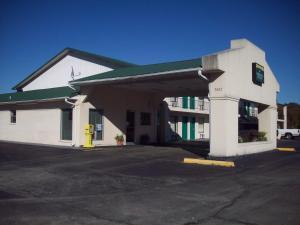 Picture of Americas Best Inn - Brinkley