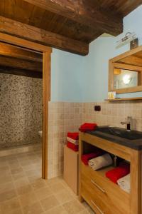 Ванная комната в Emilio Apartments