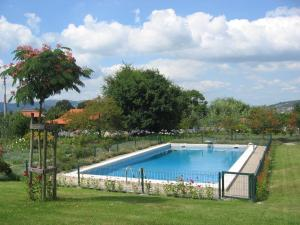 The swimming pool at or near Quinta do Pinheiral