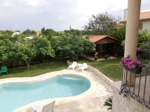 A view of the pool at Guesthouse Villa Lena or nearby