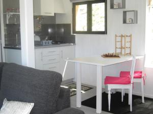 A kitchen or kitchenette at Casa Do Pinheiral