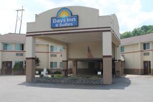 Picture of Days Inn & Suites Bridgeport - Clarksburg