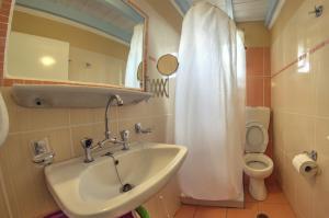 Kupatilo u objektu Eleni Family Apartments