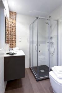 Un baño de Apartamentos La Albarca
