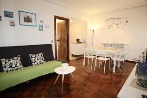 A seating area at Apartamentos CalleCultura