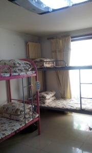 A bunk bed or bunk beds in a room at Beijing Yanyan Student Apartment
