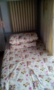 A bed or beds in a room at Beijing Yanyan Student Apartment