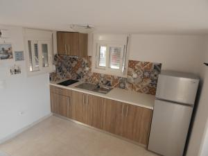 A kitchen or kitchenette at Epiphany Apartments
