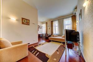 Central Apartment on Marata 37
