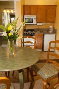 A kitchen or kitchenette at Legacy Vacation Resorts - Reno