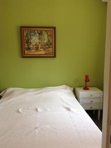 Een bed of bedden in een kamer bij Apartment Descamps