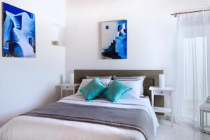 A bed or beds in a room at Bay Bees Sea View Suites & Homes