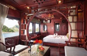 Royal Palace Cruise