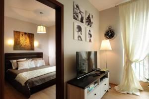 A bed or beds in a room at Apartament Klasyka