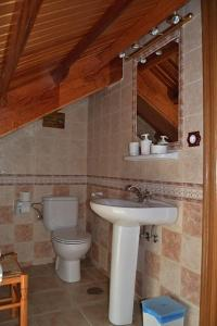 A bathroom at Apartamentos Rurales Casa Ron