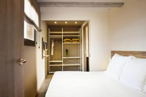 A bed or beds in a room at Barcelona Apartment Milà