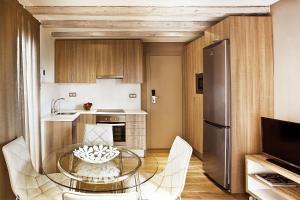 A kitchen or kitchenette at Barcelona Apartment Milà