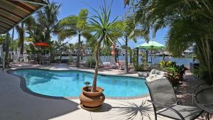 Picture of Manatee Bay Inn