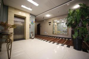 Zhijun Hotel Yinchuan Lijing Lake Park Branch