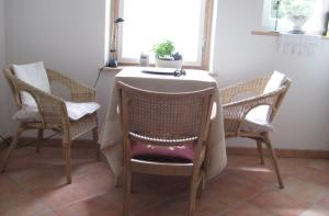 A seating area at Sweet Home Apartment