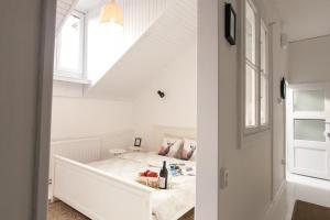 White & Vintage Apartment