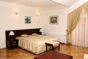 A bed or beds in a room at Apartmani Marbis