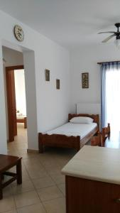 A bed or beds in a room at Riverside Αpartments