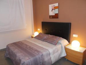 A bed or beds in a room at Apartamento Playa de Almenara