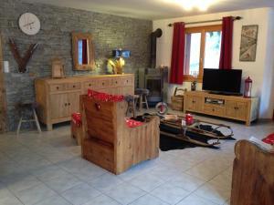 Télévision ou salle de divertissement dans l'établissement Résidence les Bouquetins