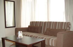 Devon Apartment