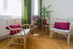 A seating area at Apartment Heart Of Budapest