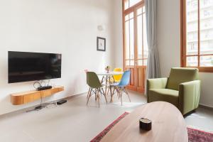 A television and/or entertainment center at Jaffa Boutique Apartment