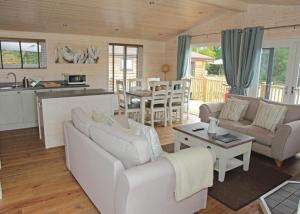 Marwell Lodges