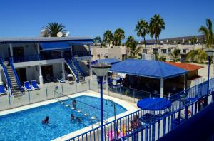 A view of the pool at Sol y Paz or nearby