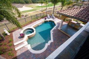 Vue sur la piscine de l'établissement Golf Villa on Reunion Resort 086 ou sur une piscine à proximité