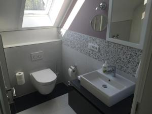A bathroom at Elbsandstein Apartments