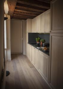 A kitchen or kitchenette at Apartment Saint Germain