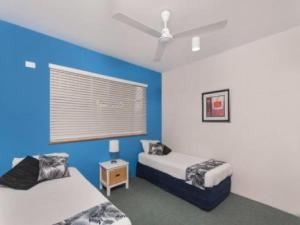 A bed or beds in a room at Pacific Sands Apartments