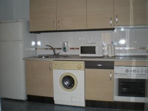 A kitchen or kitchenette at Apartamentos Turísticos Reyes Católicos